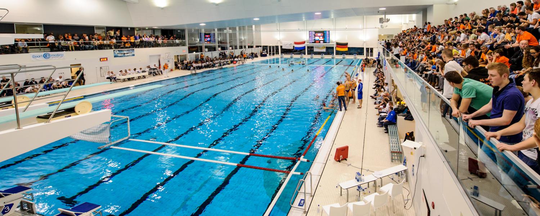 Hofbad Den Haag.Waterpolomannen Tegen Olympisch Kampioen In Den Haag